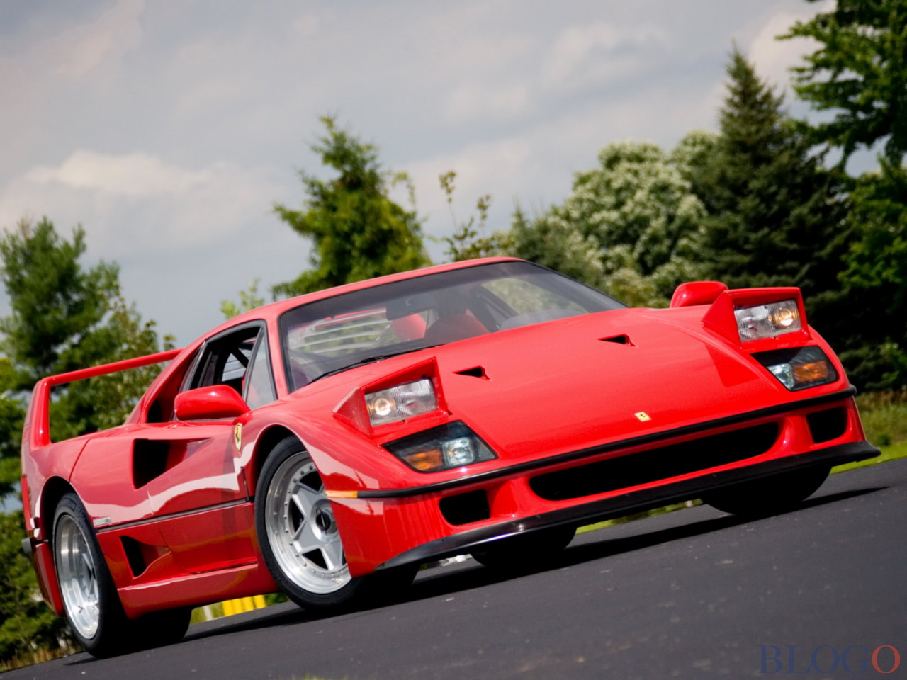 ferrari f40 prezzo foto e caratteristiche. Black Bedroom Furniture Sets. Home Design Ideas