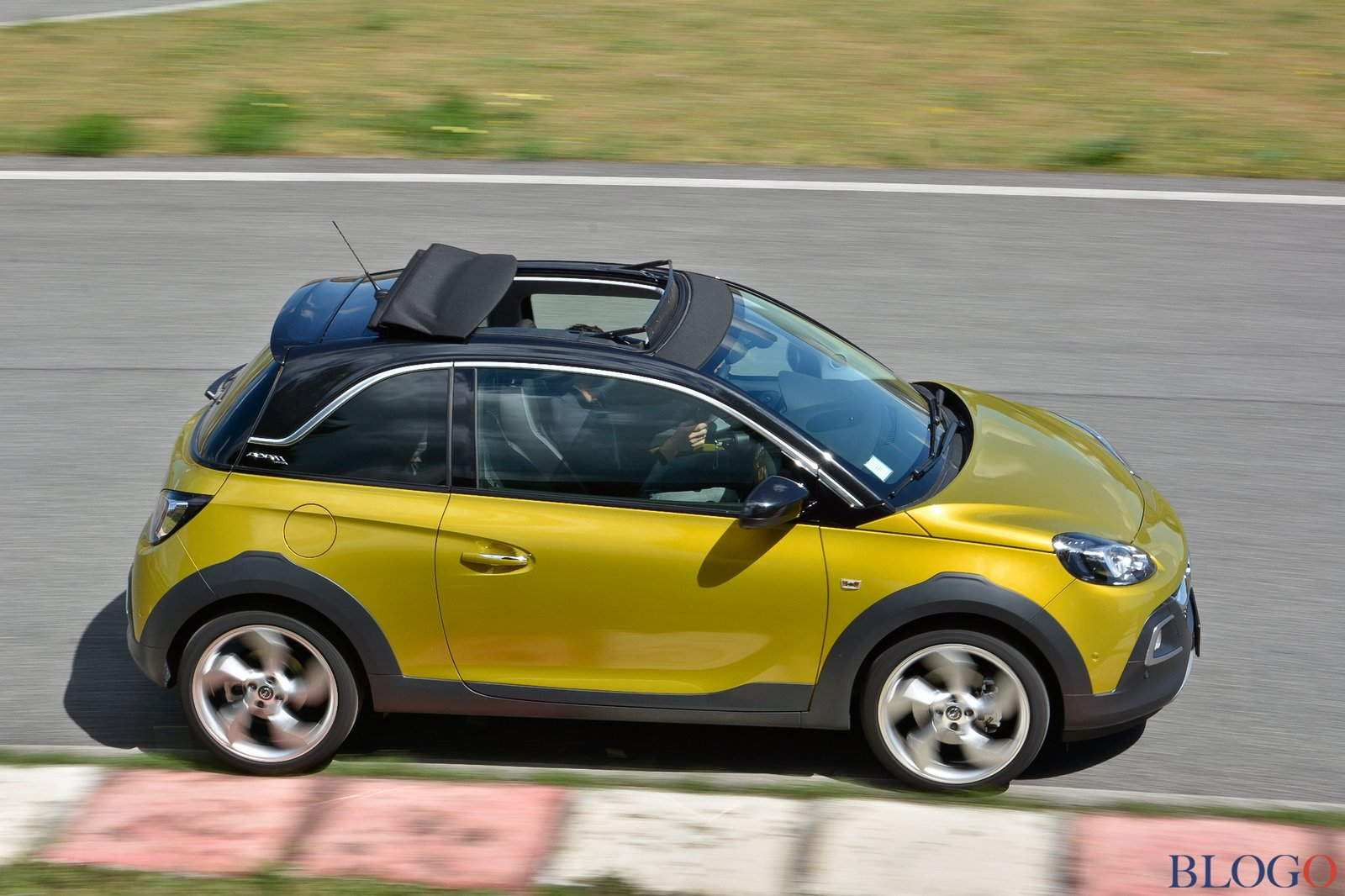 opel adam rocks air 1 0 sge prova su strada. Black Bedroom Furniture Sets. Home Design Ideas