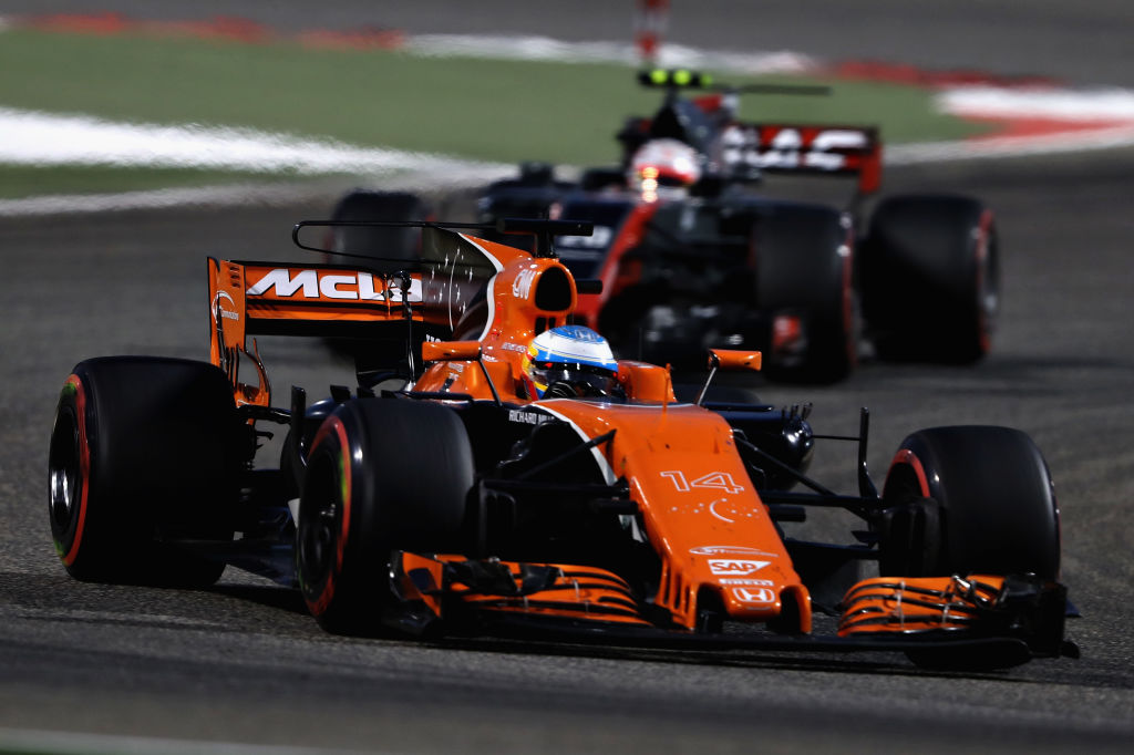 BAHRAIN, BAHRAIN - APRIL 16: Fernando Alonso of Spain driving the (14) McLaren Honda Formula 1 Team McLaren MCL32 on track during the Bahrain Formula One Grand Prix at Bahrain International Circuit on April 16, 2017 in Bahrain, Bahrain.  (Photo by Mark Thompson/Getty Images)
