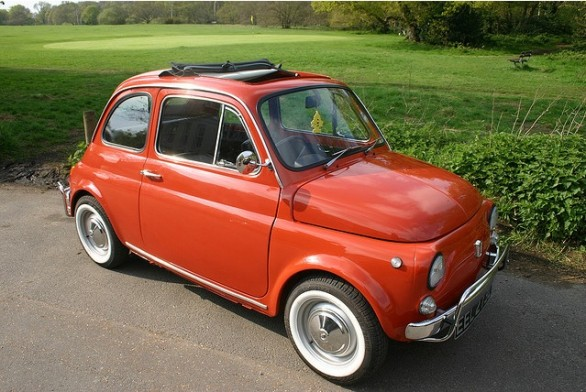 la fiat 500 l del 1971 del premier inglese david cameron venduta a euro. Black Bedroom Furniture Sets. Home Design Ideas