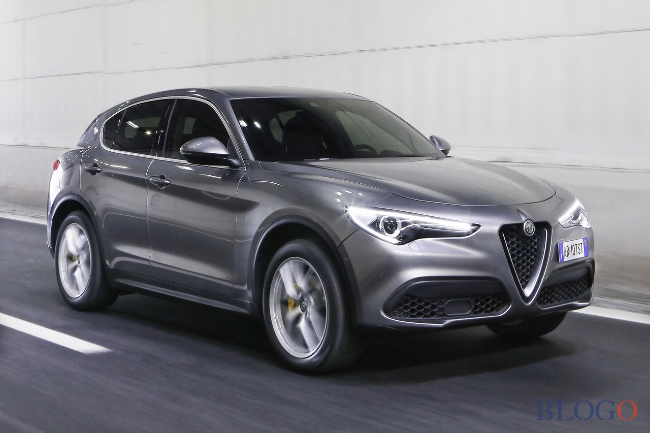 alfa romeo stelvio motori prezzo trazione posteriore 2 2 diesel 180 cavalli 2wd. Black Bedroom Furniture Sets. Home Design Ideas