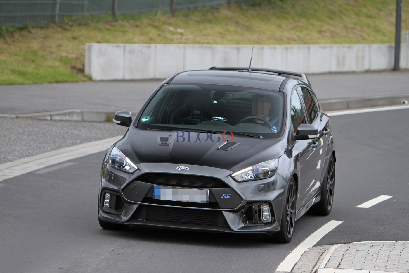 foto spia ford focus rs500. Black Bedroom Furniture Sets. Home Design Ideas