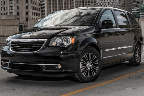 chrysler_town_and_country_s
