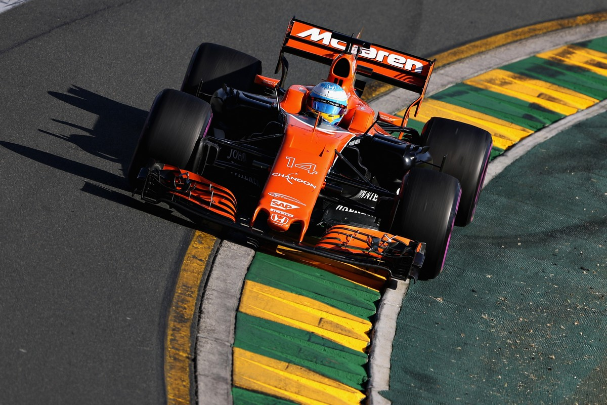 MELBOURNE, AUSTRALIA - MARCH 26: Fernando Alonso of Spain driving the (14) McLaren Honda Formula 1 Team McLaren MCL32 on track during the Australian Formula One Grand Prix at Albert Park on March 26, 2017 in Melbourne, Australia.  (Photo by Mark Thompson/Getty Images)