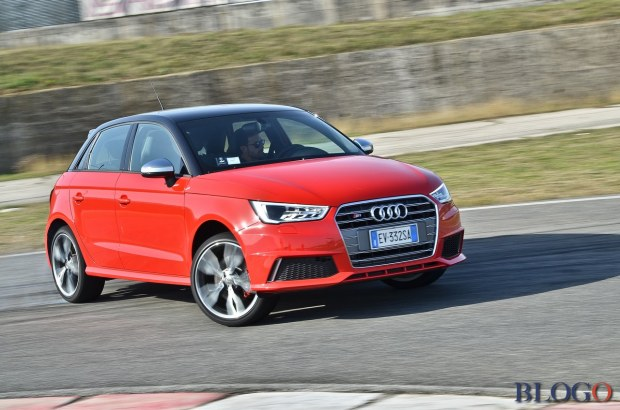 audi s1 sportback video test e prova in pista. Black Bedroom Furniture Sets. Home Design Ideas