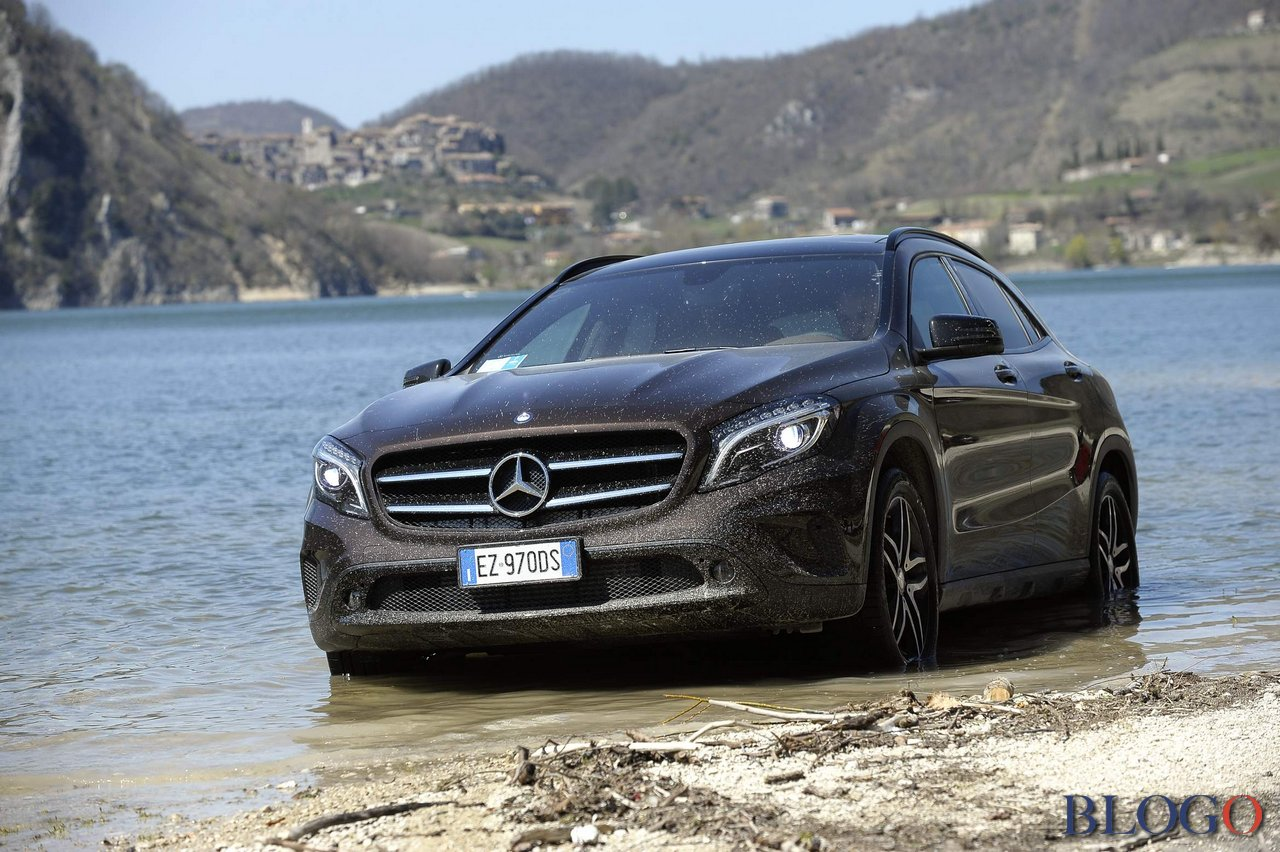 mercedes gla 200 cdi 4matic enduro primo contatto. Black Bedroom Furniture Sets. Home Design Ideas
