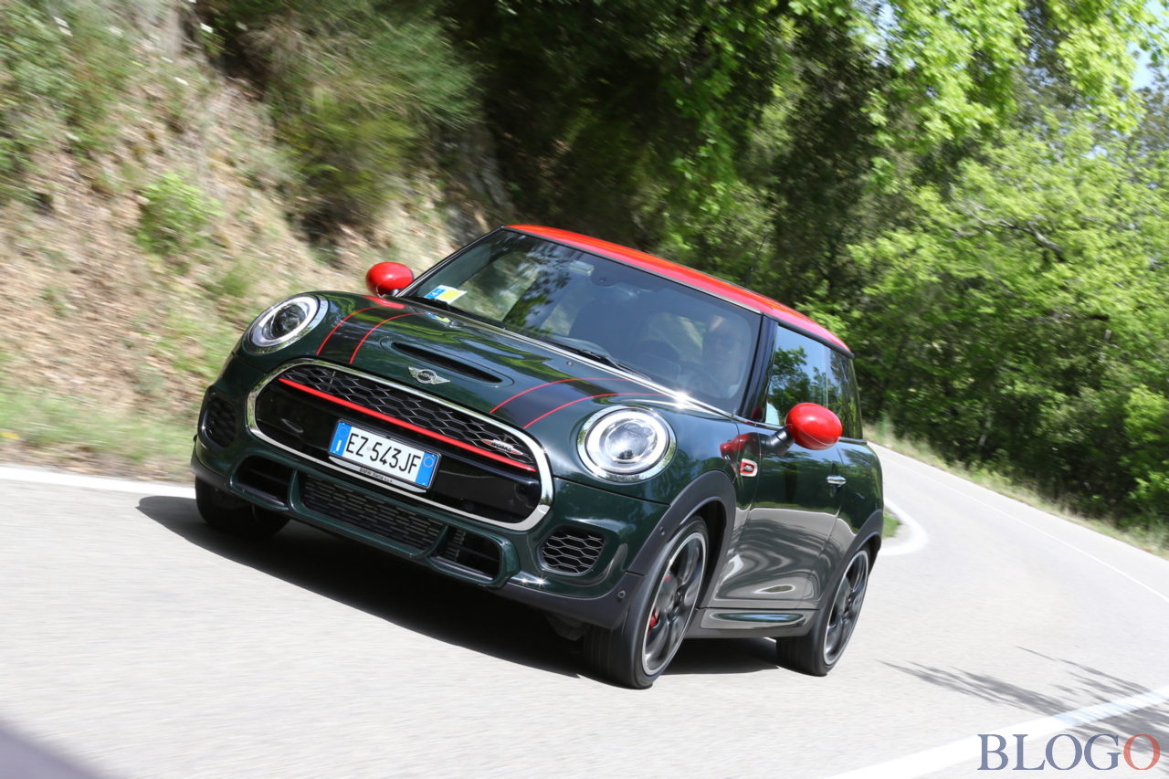 mini john cooper works prezzo foto video e prova su strada. Black Bedroom Furniture Sets. Home Design Ideas
