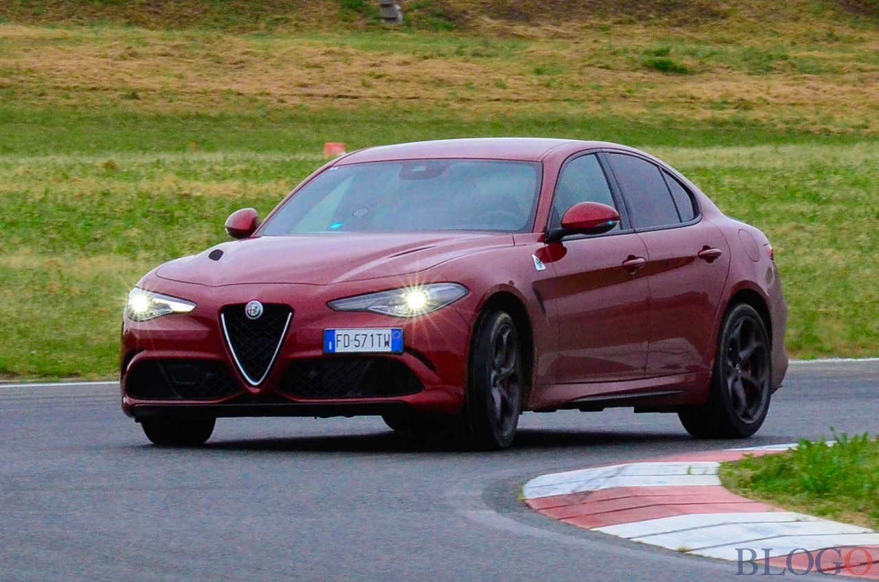 alfa romeo giulia quadrifoglio video record nurburgring. Black Bedroom Furniture Sets. Home Design Ideas