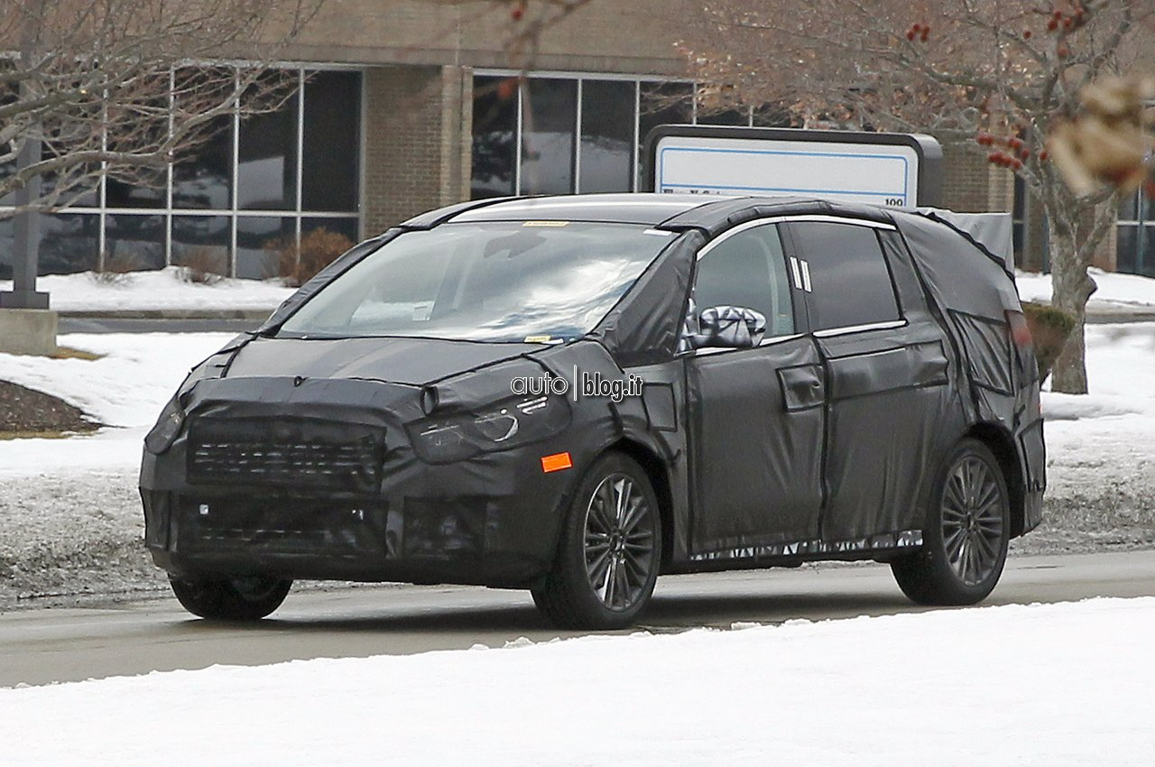 2014 - [Ford] S-Max II - Page 2 Foto-spia-ford-s-max-01