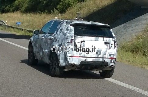 2014 - [Land Rover] Discovery Sport [L550] - Page 4 Spyshots-2015-land-rover-discovery-sport-02_01