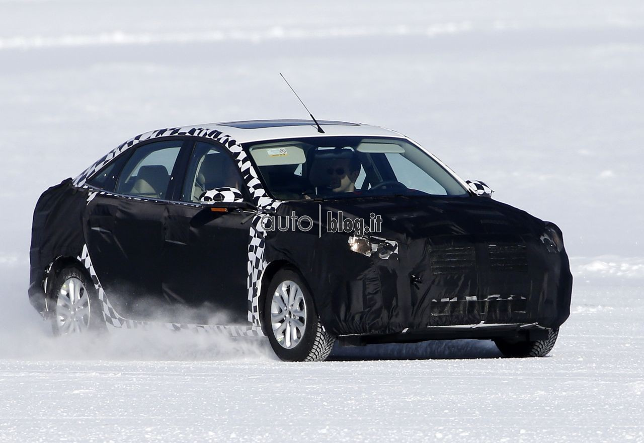 2014 - [Ford] Escort (Chine) Spyshots-2015-ford-escort-02