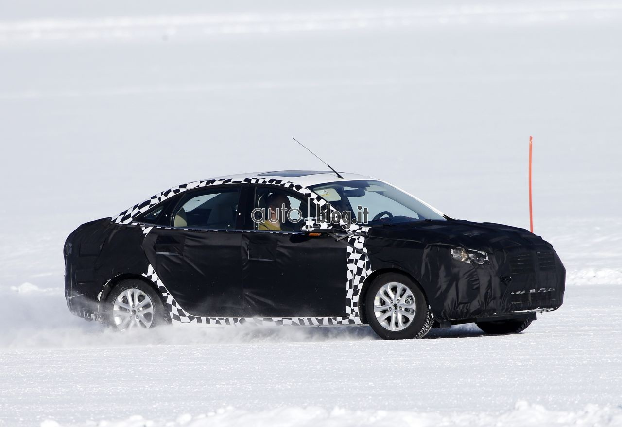 2014 - [Ford] Escort (Chine) Spyshots-2015-ford-escort-04