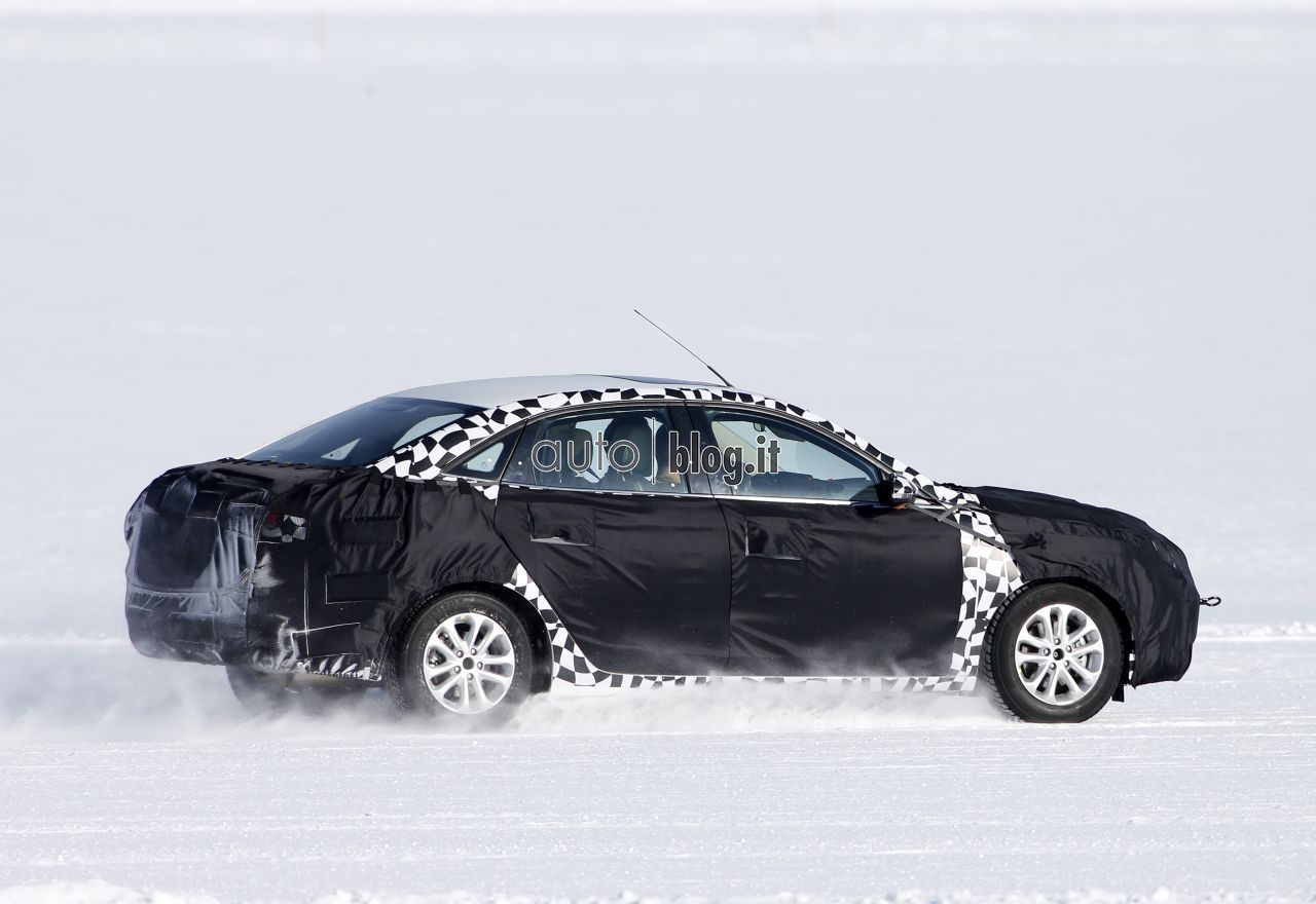 2014 - [Ford] Escort (Chine) Spyshots-2015-ford-escort-06