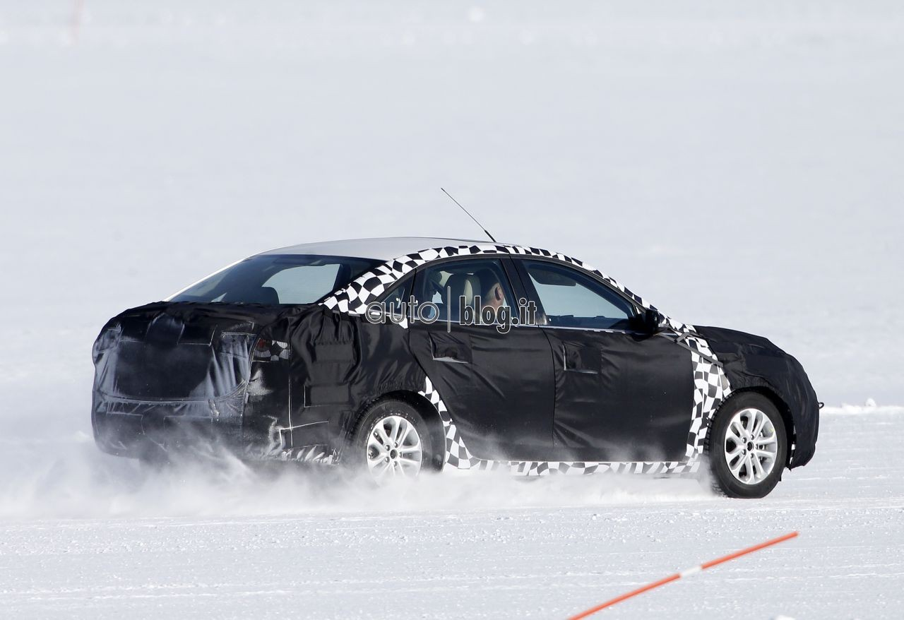2014 - [Ford] Escort (Chine) Spyshots-2015-ford-escort-07