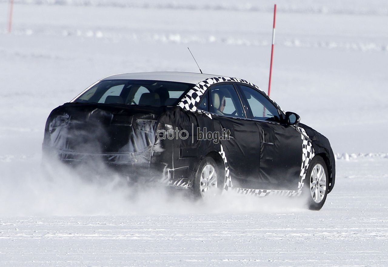 2014 - [Ford] Escort (Chine) Spyshots-2015-ford-escort-08