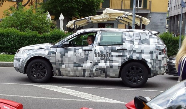 2014 - [Land Rover] Discovery Sport [L550] - Page 3 Spyshots-2015-land-rover-discovery-sport-01