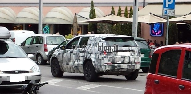 2014 - [Land Rover] Discovery Sport [L550] - Page 3 Spyshots-2015-land-rover-discovery-sport-04