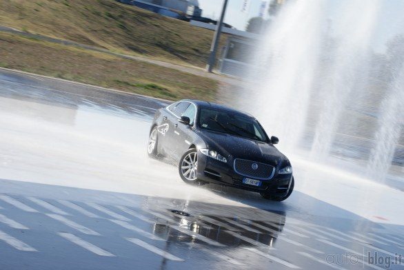 Jaguar Supercharged Academy: in pista a Vallelunga con XKR e XFR