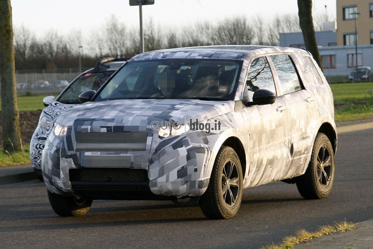 2014 - [Land Rover] Discovery Sport [L550] - Page 2 Spyshots-2015-land-rover-l550-01