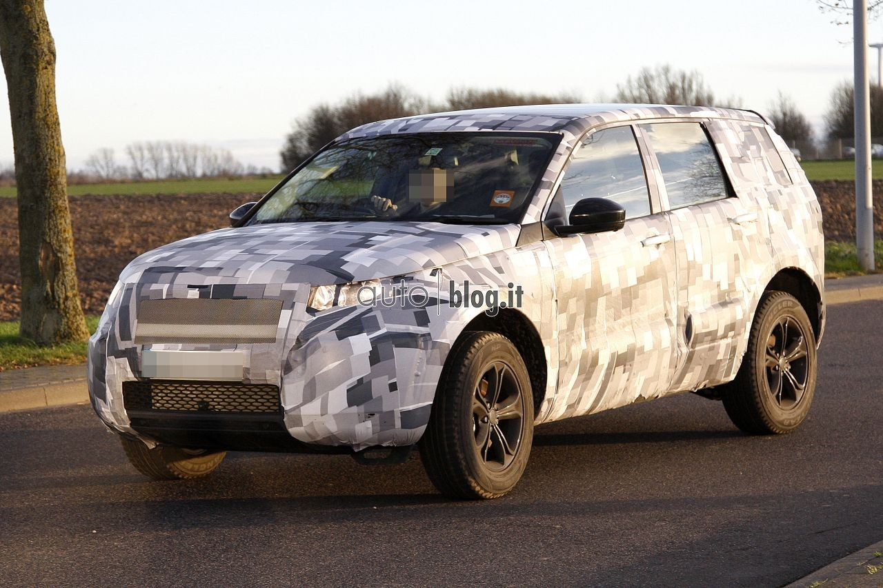 2014 - [Land Rover] Discovery Sport [L550] - Page 2 Spyshots-2015-land-rover-l550-02