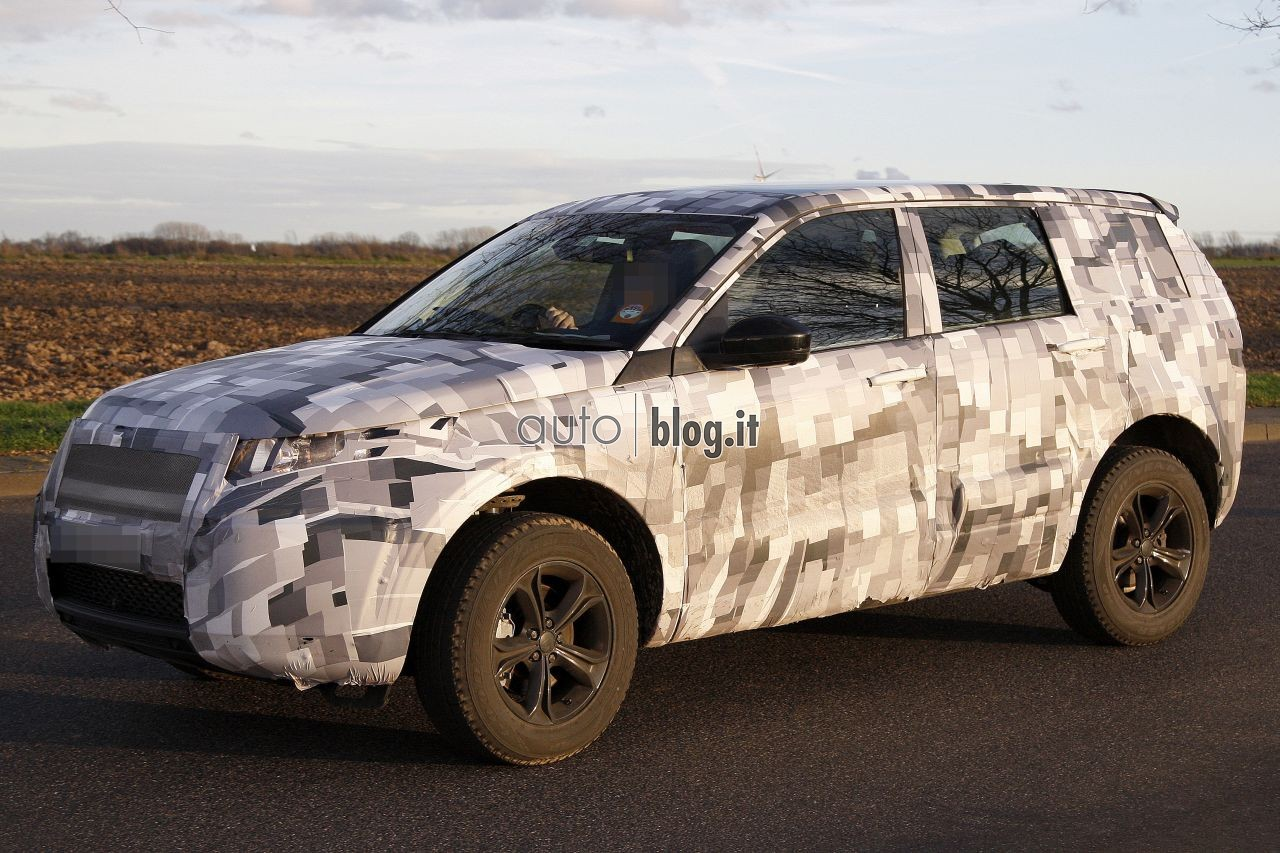 2014 - [Land Rover] Discovery Sport [L550] - Page 2 Spyshots-2015-land-rover-l550-03