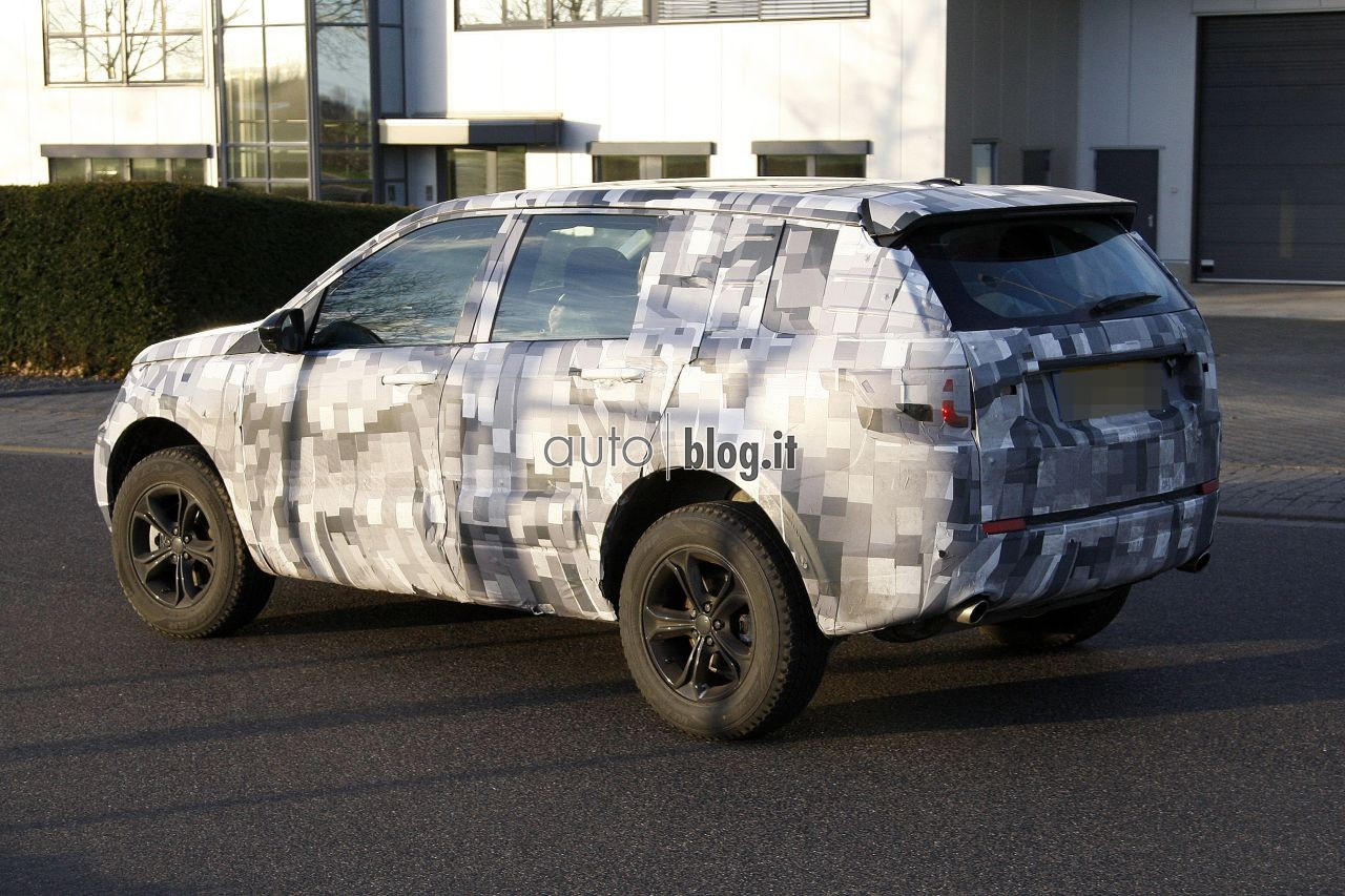 2014 - [Land Rover] Discovery Sport [L550] - Page 2 Spyshots-2015-land-rover-l550-05