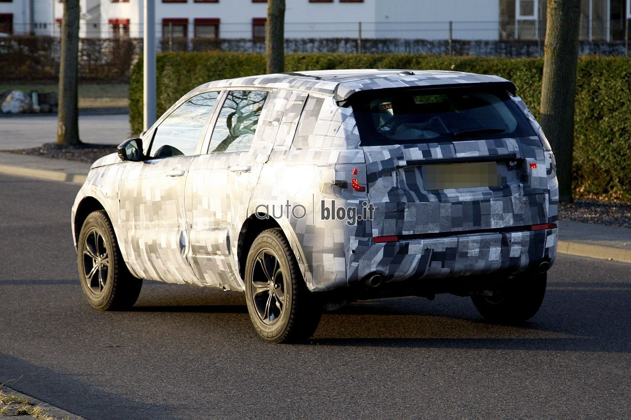2014 - [Land Rover] Discovery Sport [L550] - Page 2 Spyshots-2015-land-rover-l550-06
