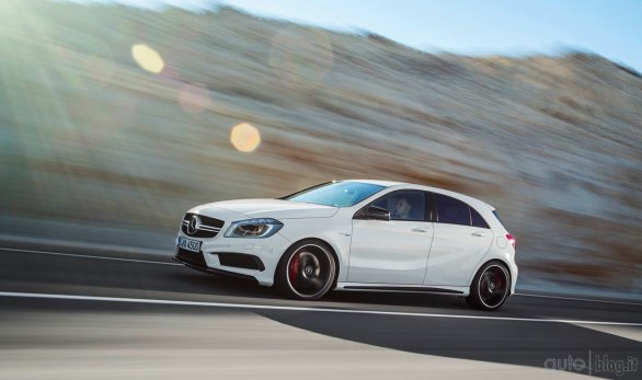 mercedes classe a 45 amg 4matic il prezzo in italia di euro. Black Bedroom Furniture Sets. Home Design Ideas