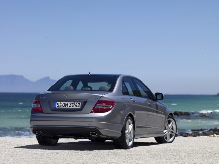 mercedes arrivano le nuove c 200 cdi e c 350 cdi blueefficiency. Black Bedroom Furniture Sets. Home Design Ideas