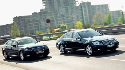 Mercedes S 600 vs Lexus LS 600h