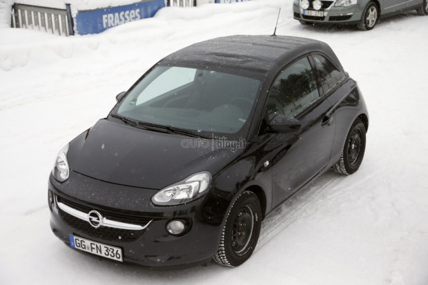 opel adam cabrio nuove foto spia sulla neve. Black Bedroom Furniture Sets. Home Design Ideas