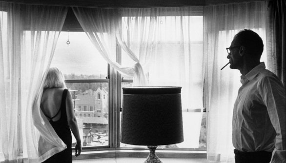 1960_Set_of_The_Misfits_Marilyn-Monroe-and-Arthur-Miller-in their-suite-in-Reno-s-Mapes-Hotel-after-a-day-s-shooting_Inge Morath©The-Inge-Morath-Foundation