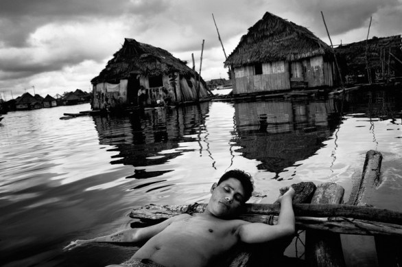 Peru, Belen Bajo. A man with hangovers is taking a nab on a raft in the Iquitos neighborhood of Belén Bajo © Mads Nissen