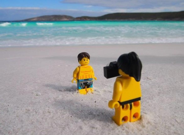 LEGO Travellers -Australia Occidentale -Relaxing after our long journey with a day at Cape le Grand National Park near Esperance. Love the turquoise blue water at Hellfire Bay!