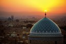 014 Sunset inflames the crescent symbol atop the dome of the Jame Masjid. ©Michael Yamashita
