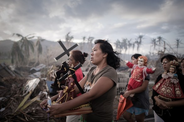 04 SPOT NEWS SINGLES - Phillipe Lopez, France, Agence France-Presse, Typhoon survivors, Tolosa, the Philippines, 18 November © World Press Photo of the Year 2013
