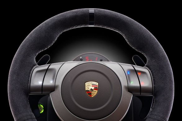 fanatec presenta il nuovo volante porsche 911 gt2 per pc ps3 e x360. Black Bedroom Furniture Sets. Home Design Ideas