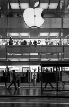 Apple Retail store a George Street, Sydney.