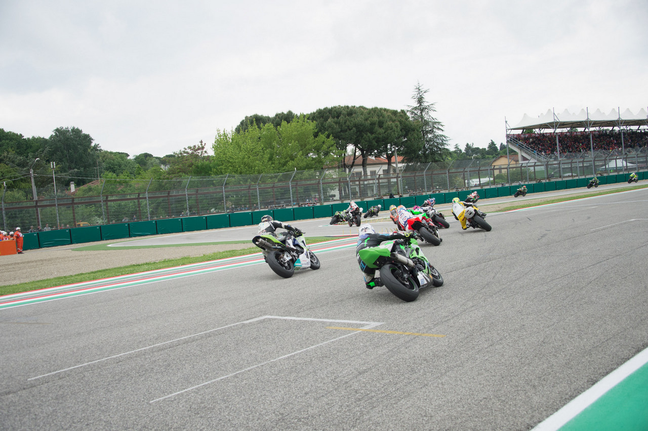 IMOLA, ITALY - MAY 01:  The Supersport riders round the bend  during the Supersport race during the World Superbikes - Race  at Enzo & Dino Ferrari Circuit on May 10, 2015 in Imola, Italy.  (Photo by Mirco Lazzari gp/Getty Images)