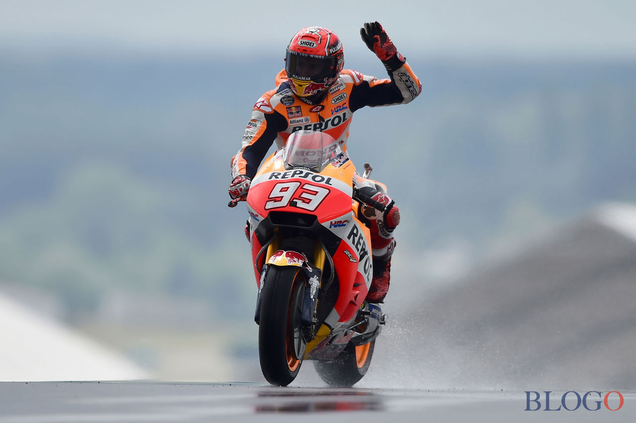 Spain's rider Marc Marquez on his Repsol Honda Team MOTOGP N°93 celebrates after a MotoGP free practice session ahead of the French Motorcycle Grand Prix, on May 19, 2017 in Le Mans, northwestern France. / AFP PHOTO / JEAN-FRANCOIS MONIER        (Photo credit should read JEAN-FRANCOIS MONIER/AFP/Getty Images)