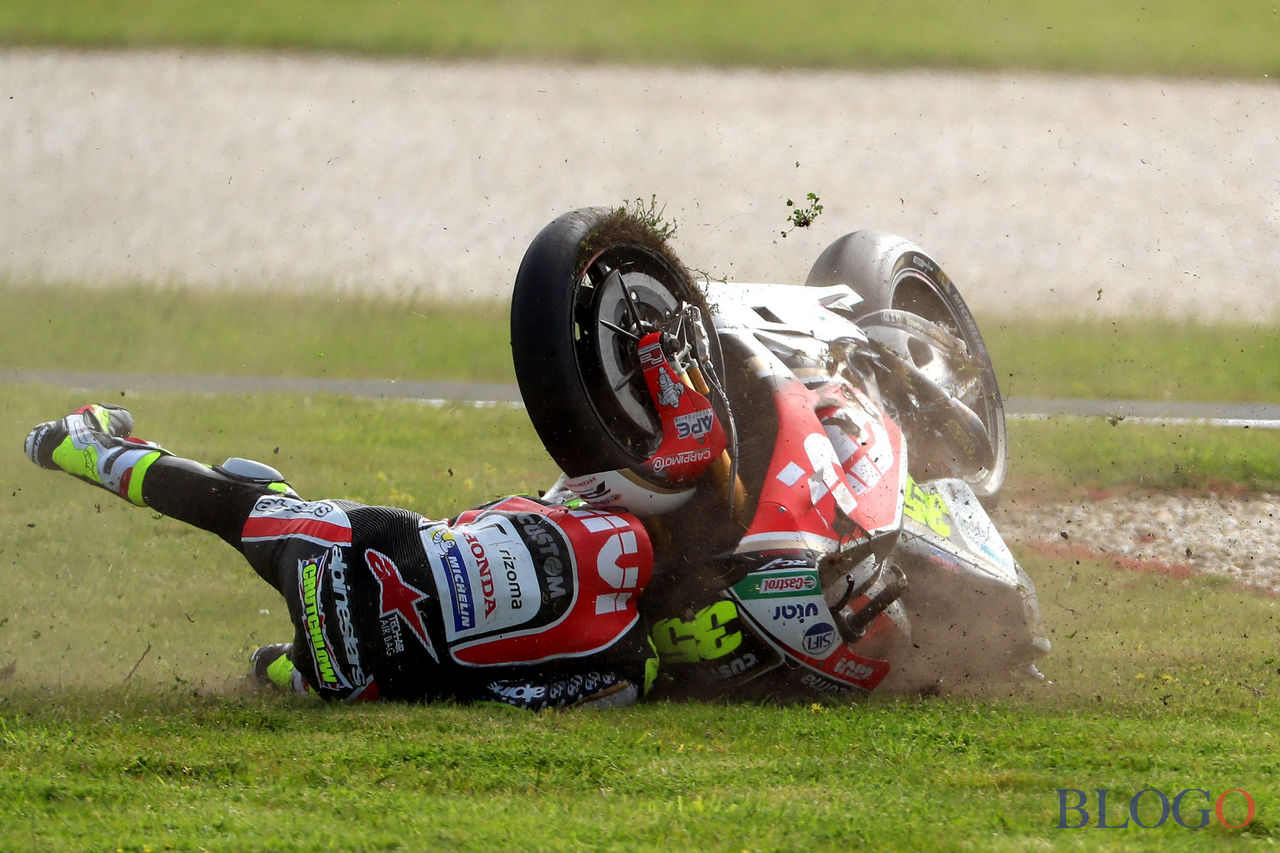 LCR Honda rider Cal Crutchlow of Britain crashes during the second qualifying session of the Australian MotoGP Grand Prix at Phillip Island on October 21 2017. / AFP PHOTO / GLENN NICHOLLS / -- IMAGE RESTRICTED TO EDITORIAL USE - STRICTLY NO COMMERCIAL USE --        (Photo credit should read GLENN NICHOLLS/AFP/Getty Images)