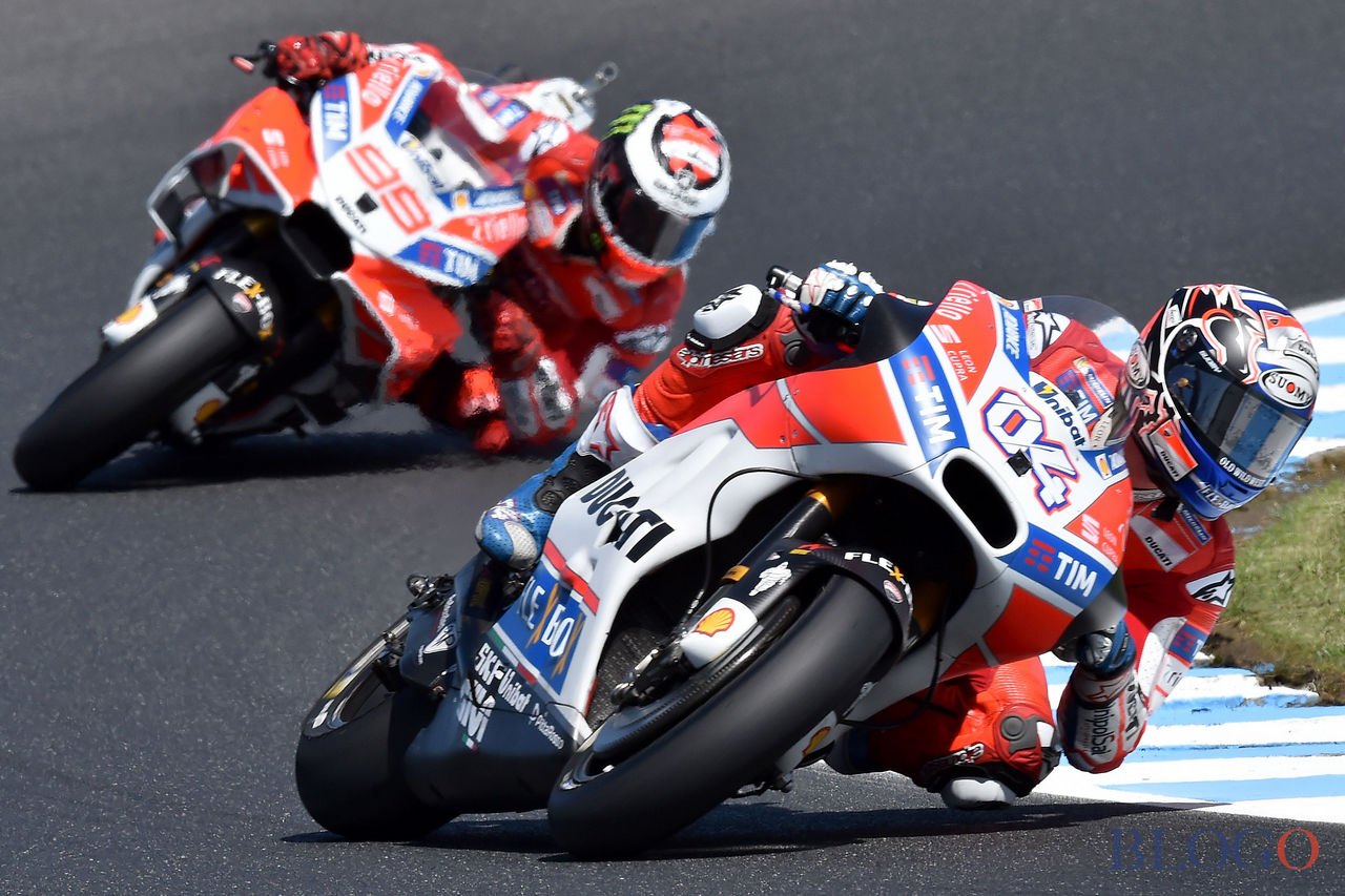 Ducati rider Andrea Dovizioso of Italy powers ahead of teammate Jorge Lorenzo of Spain during the first practice session of the Australian MotoGP Grand Prix at Phillip Island on October 20, 2017. / AFP PHOTO / Paul CROCK / IMAGE RESTRICTED TO EDITORIAL USE - STRICTLY NO COMMERCIAL USE          (Photo credit should read PAUL CROCK/AFP/Getty Images)