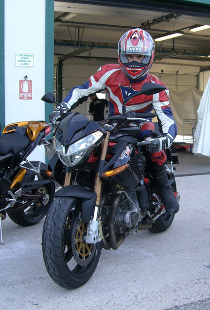 Mr.Cape su Benelli Tnt Sport