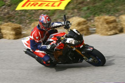 Mr.Cape in sella Aprilia Factory Pirelli