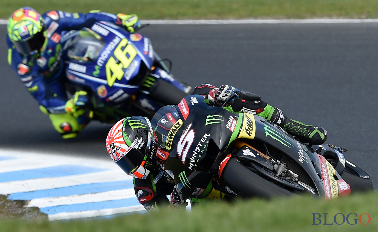 Monster Yamaha Tech3 rider Johann Zarco of France powers ahead of Movistar Yamaha roder Valentino Rossi of Italy during the qualifying session for the Australian MotoGP Grand Prix on Phillip Island on October 21, 2017. / AFP PHOTO / PAUL CROCK / IMAGE RESTRICTED TO EDITORIAL USE - STRICTLY NO COMMERCIAL USE          (Photo credit should read PAUL CROCK/AFP/Getty Images)