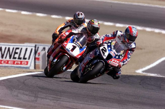 Colin Edwards, Troy Bayliss e quella strana maglietta di Imola 2002...