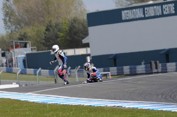 Crash BMW gara 2 SBK Donington