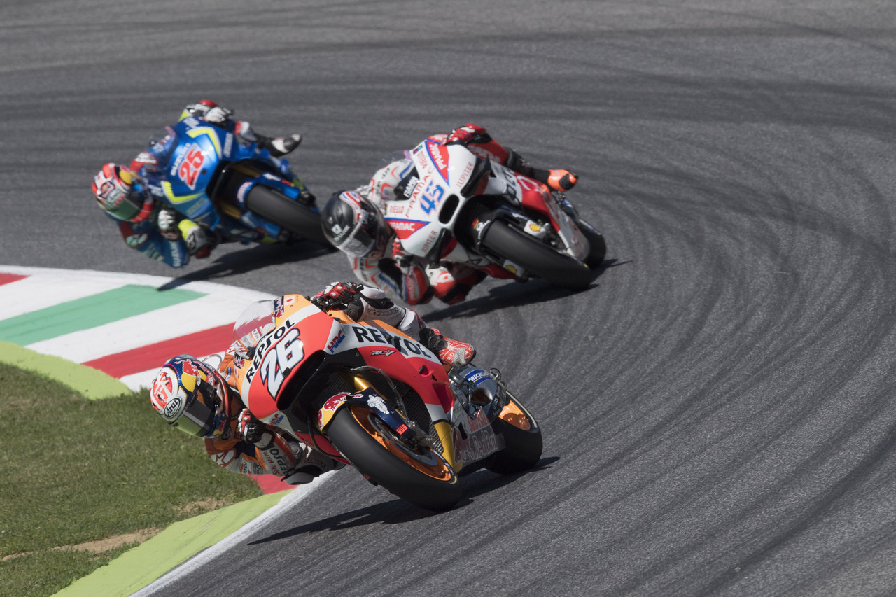 SCARPERIA, ITALY - MAY 22:  Dani Pedrosa of Spain and Repsol Honda Team leads the field during the MotoGp of Italy - Race at Mugello Circuit on May 22, 2016 in Scarperia, Italy.  (Photo by Mirco Lazzari gp/Getty Images)
