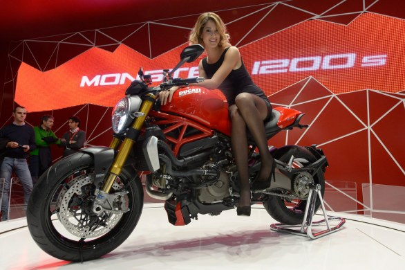 ducati monster 1200 e 1200 s 2014 dati e foto ufficiali. Black Bedroom Furniture Sets. Home Design Ideas