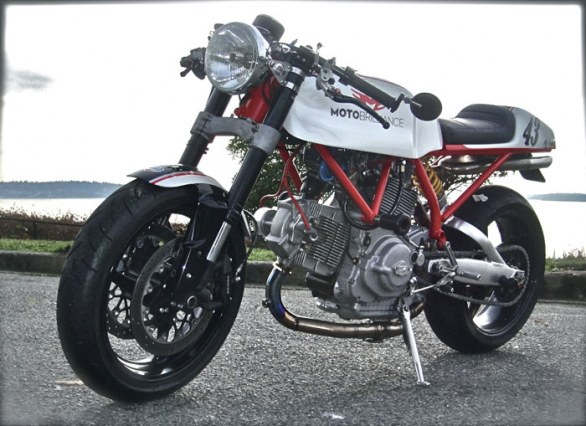 ducati sport 1000 moto brilliance cafe racer by geoff rossi immagini e dettagli. Black Bedroom Furniture Sets. Home Design Ideas